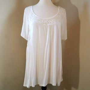 Flowy t-shirt with lace